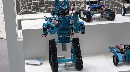 participante : Makeblocks chinese company with robots on exhibition Cebit 2017 in Hannover Messe, Germany Vídeos