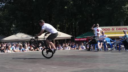 finale : Extreme Bmx bike riders making tricks