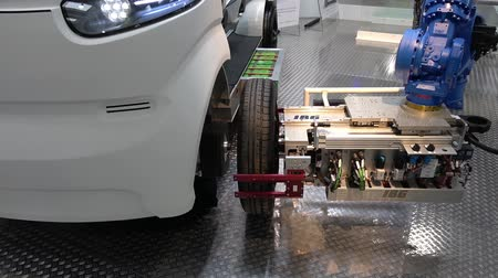 немецкий : Automatic wheel assembly on IBG electrical car on Messe fair in Hannover, Germany Стоковые видеозаписи