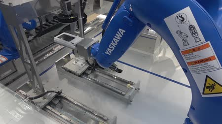 Yaskawa moto mini robot arm on Messe fair in Hannover, Germany Wideo