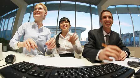 papelada : Businessteam interacting in front of computer in office Stock Footage