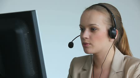 irodaház : Call center operator answering a call