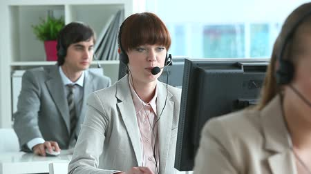 merkez : Row of call center operators in office
