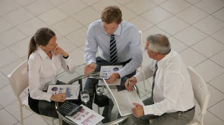 discussão : Professional entrepreneurs working together, discussing, accounting, consulting Stock Footage