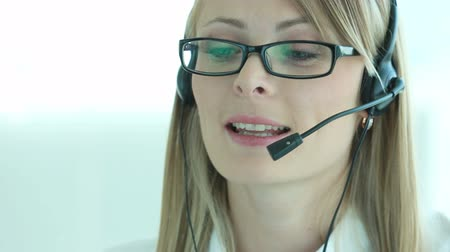 espetáculos : Close-up of a beautiful blonde woman working as a custom support representative