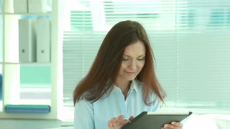использование : Happy office worker using a touchpad in an air-conditioned office