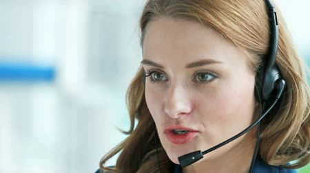 консалтинг : Close-up of a helpline service operator doing her job Стоковые видеозаписи