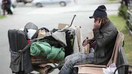 evsiz : Chatty man in dirty clothes talking on the mobile phone
