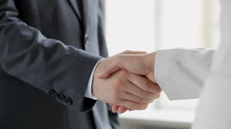 collaboration : Businesspeople shaking hands to indicate that the deal is done