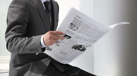 скрепки : Office worker reading financial news in daily paper
