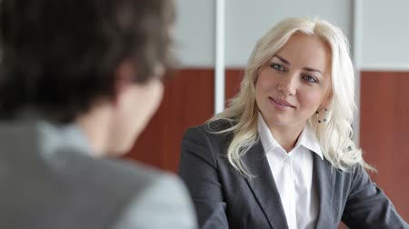 recursos : Friendly employer interviewing a potential candidate for a position in the company