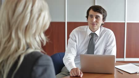 gerente : Handsome hr professional having a meeting with an employee