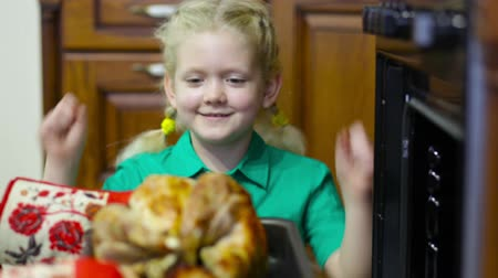 forno : Little girl being happy about dinner with a roasted chicken as a main dish