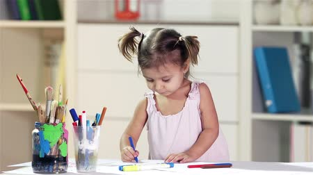criatividade : Diligent girl developing her creativity drawing in crayons