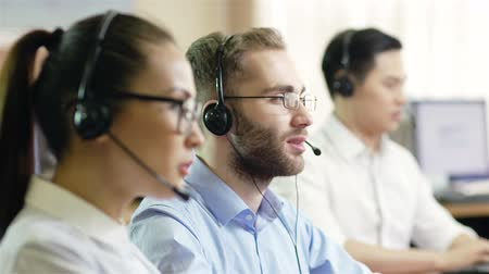 garniture : Hot-line operators with headphones consulting clients