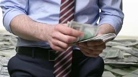 tesouro : Unrecognizable man counting dollars Stock Footage