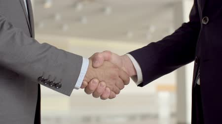 kavramsal : Slow motion of two businessmen shaking hands  Stok Video