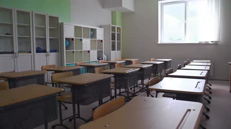 Panoramic shot of empty classroom Vídeos