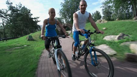 szórakozási : Two cyclists passing by beautiful landscapes of the park, going through the tunnel