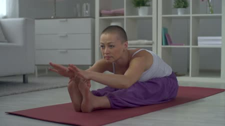dobrar : Girl practicing stretching exercise and breathing deeply