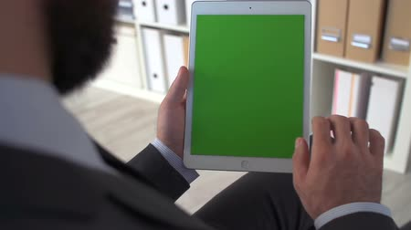 bulmak : Unidentified businessman using digital device with green screen Stok Video