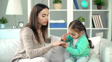 dikmek : Toddler manicuring nails to her mother clumsily