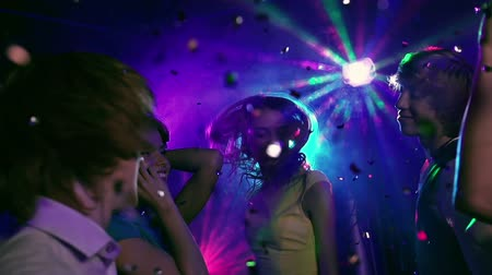 boate : Slow motion of five friends enjoying club music, confetti falling over them from above