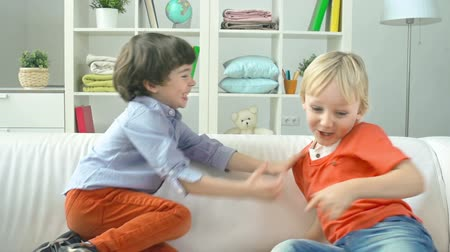 két : Close up of two little boys fighting in joyous game