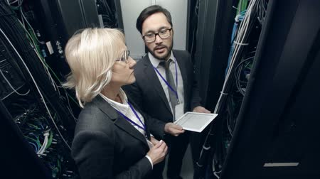 kabely : Man presenting powerful supercomputer to woman