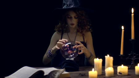 ведьма : Young witch predicting the future with crystal ball Стоковые видеозаписи