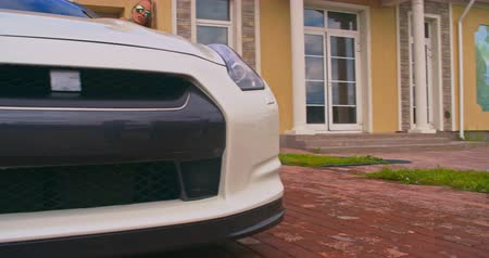yerleşim : Hot girl seductively washing a sports car in front yard