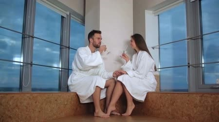 casal heterossexual : Charming young couple toasting with champagne at spa
