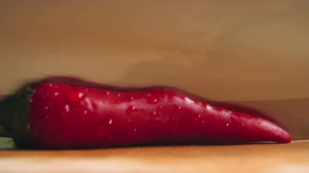 dřeň : Close-up of cutting red hot pepper on cutting board