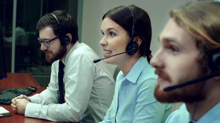 desteklemek : Professional staff working at a call center Stok Video