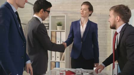 anlaşma : Woman executive signing business contract and shaking hands with her partners at the meeting