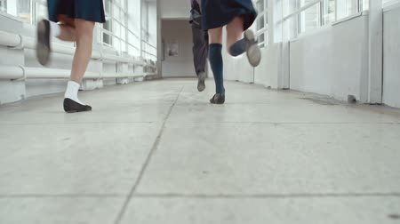 идущий : Low angle view of school boys and girls running through corridor in slow motion Стоковые видеозаписи
