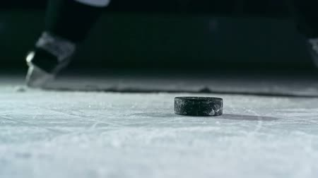 льдом : Close-up of hockey puck being struck by hockey player in slow motion Стоковые видеозаписи