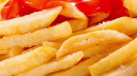 нездоровое питание : Large portion of french fries on a plate on a blurred background. Fast food concept.