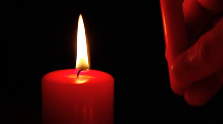 любовь : A pair of red candles.
