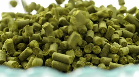 Concept hops in granules for brewing at the brewery. Stockvideo