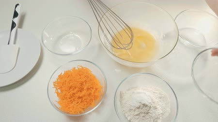 legyintés : Table in the kitchen. Preparation of food. Ingredients: egg, flour, sugar, carrots.