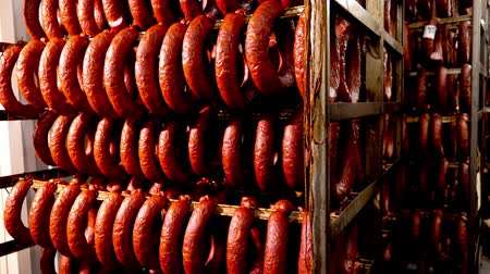 spiżarnia : Smoked sausage in the oven. Sausage production in the factory. Wideo
