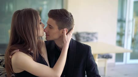 совращение : Kisses and caresses of sexual couple Стоковые видеозаписи