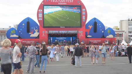 fan zone : SAMARA, RUSSIA - JUNE 21, 2018: Football fans watch the live broadcast of the match in the fan zone of the 2018 FIFA world Cup in Samara Stock Footage