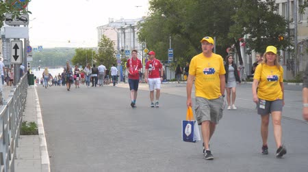 aussie : SAMARA, RUSSIA - JUNE 21, 2018: Australian and Danish football fans on the streets of Samara during the football world Cup 2018
