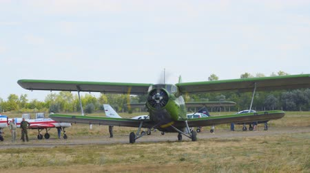 hélice : Samara, Russia - September 24, 2018: Old biplane plane on the runway