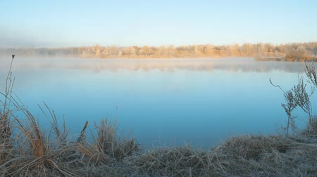 mírumilovnost : Morning fog on the lake in the frosty morning. Early winter, sunrise Dostupné videozáznamy