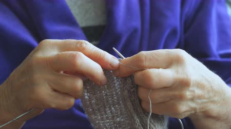 вязание : Woman knits a sweater knitting needles