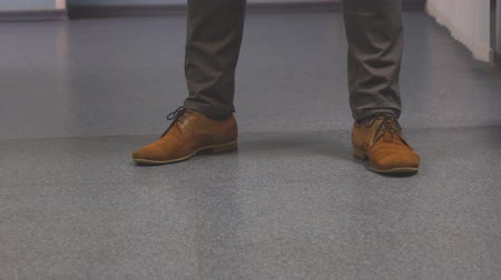 nejistota : Feet nervous men in brown shoes