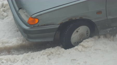 csúszik : The car is stuck and slipping in the snow